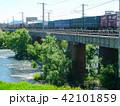 鉄橋を渡る貨物列車 42101859