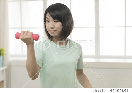 Warm-up exercise and fitness girl生活風格 42109891