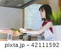 人物 キッチン 料理の写真 42111592