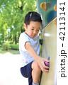 遊具で遊ぶ子供 42113141