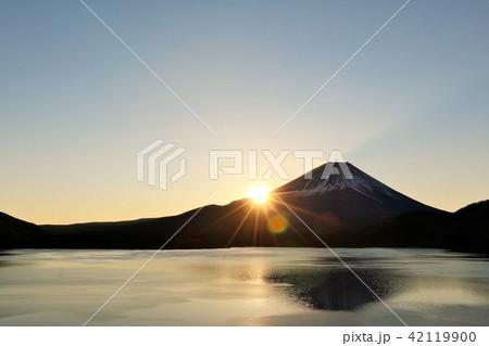 富士山と夜明けの光 42119900