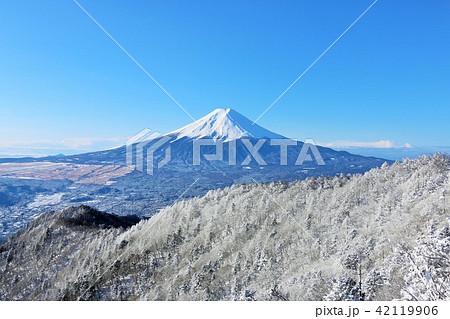 富士山と冬の銀世界 42119906