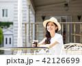 女性 アイスコーヒー 若いの写真 42126699