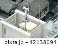 ビルの屋上・イメージ・給水タンク・携帯電話アンテナ 42138094
