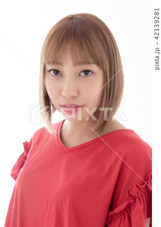若い女性 ヘアスタイル 42139281