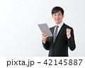 ビジネスマン タブレット ガッツポーズ 42145887