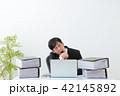 ビジネスマン 残業 オフィス 42145892
