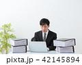 ビジネスマン 残業 オフィス 42145894