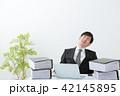 ビジネスマン 残業 オフィス 42145895