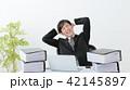 ビジネスマン 残業 オフィス 42145897