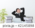 ビジネスマン 残業 オフィス 42145898