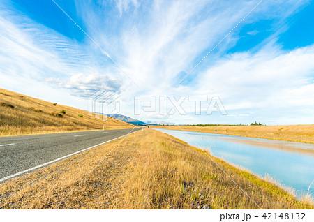 ニュージーランドの川と道路 42148132