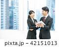 タブレット端末を使うビジネスマン 幹部社員 ビジネスイメージ 42151013