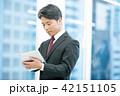 タブレット端末を持ったビジネスマン 幹部社員 ビジネスイメージ 42151105