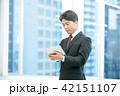 タブレット端末を持ったビジネスマン 幹部社員 ビジネスイメージ 42151107