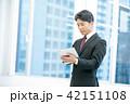タブレット端末を持ったビジネスマン 幹部社員 ビジネスイメージ 42151108