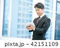タブレット端末を持ったビジネスマン 幹部社員 ビジネスイメージ 42151109