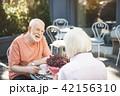 老人 カップル 二人の写真 42156310