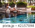女 女性 プールサイドの写真 42157098