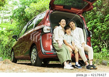 三世代 家族 ドライブ 42176427