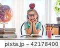 Kid is learning in class. 42178400