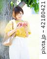大学生 女性 本の写真 42180421