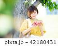 大学生 女性 本の写真 42180431
