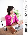 女性 パソコン ライフスタイル 42181047