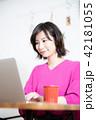 女性 パソコン ライフスタイル 42181055