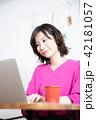 女性 パソコン ライフスタイル 42181057