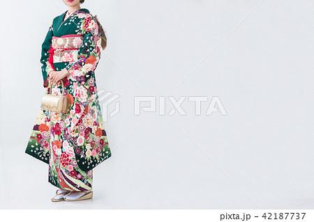 成人式の振袖を着た20歳の可愛い女の子 42187737