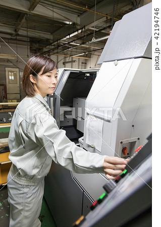 工場 人物 働く マシニング 42194746