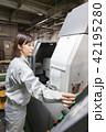 工場 マシニング 女性の写真 42195280