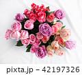ピンクと紫の薔薇の花束 42197326