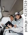 作業員 女性 トラックの写真 42197529