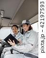 作業員 女性 トラックの写真 42197593