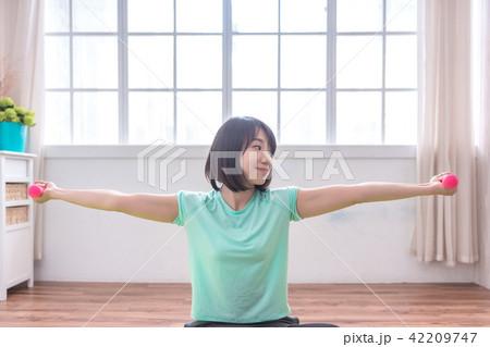 girl,sport,fit,sportswoman ,health,exercising  42209747