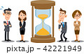 砂時計の周りで考えるビジネスパーソン 42221949