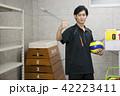 先生 教師 体育 体育教師 部活 バレーボール 倉庫 学校 授業 教育イメージ ポートレート 42223411