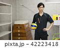 先生 教師 体育 体育教師 部活 バレーボール 倉庫 学校 授業 教育イメージ ポートレート 42223418