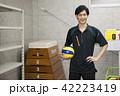 先生 教師 体育 体育教師 部活 バレーボール 倉庫 学校 授業 教育イメージ ポートレート 42223419