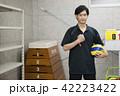 先生 教師 体育 体育教師 部活 バレーボール 倉庫 学校 授業 教育イメージ ポートレート 42223422