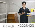 先生 教師 体育 体育教師 部活 バレーボール 倉庫 学校 授業 教育イメージ ポートレート 42223423
