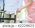 介護 シニア 女性 男性 ヘルパー 介護士 42229623