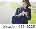 女子高生 女子 通学路の写真 42249225