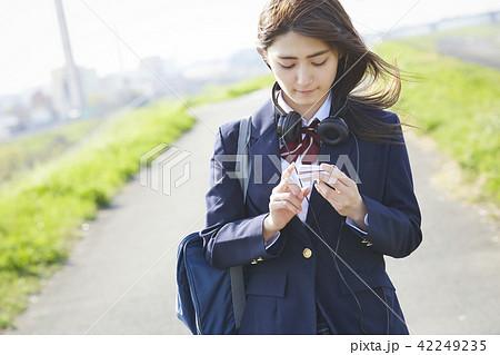 女子高生 勉強 42249235