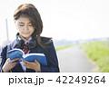 女子高生 女子 通学路の写真 42249264