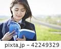 女子高生 女子 通学路の写真 42249329