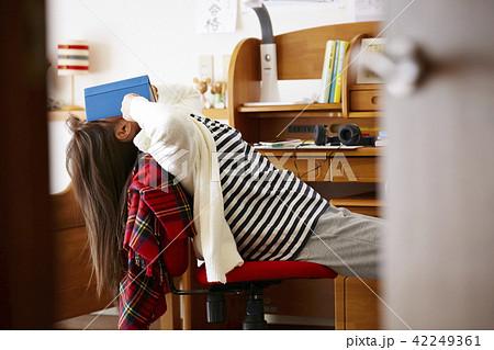 女子高生 勉強 42249361