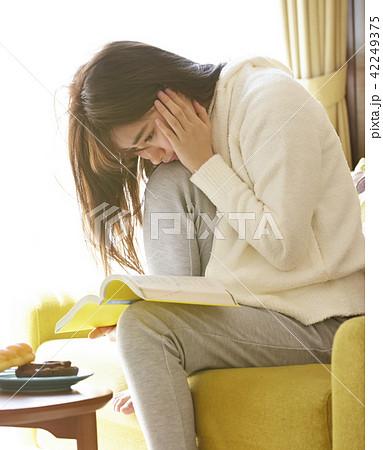 女性 リラックス 42249375